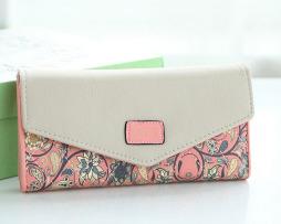 Dámska kožená peňaženka s prešívaním, motív kvetín.3