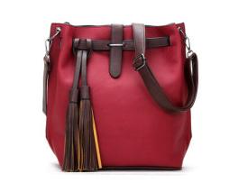 Dámska kožená taška cez rameno s dekoráciou5