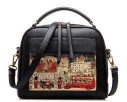 Dámska kabelka s obrázkovým vzorom v čiernej farbe