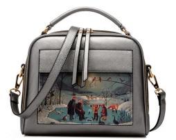 Dámska kabelka s obrázkovým vzorom v striebornej farbe1