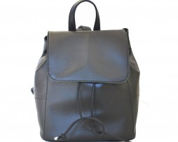 Dámsky módny ruksak zo syntetickej kože vhodný ako na krátkodobé vychádzky do prírody tak aj ako moderný a trendy doplnok do mesta