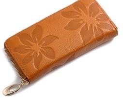 Dámska kožená peňaženka s kvetinovou textúrou7