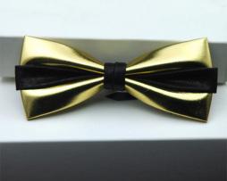 Kožený spoločenský motýlik pre pánov zlatej farbe