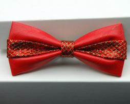 Módny kožený spoločenský motýlik s dekoračnou mašľou v červenej farbe