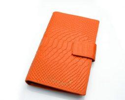 eaea64289084 Originálna kožená dámska peňaženka so vzorom krokodílej kože v pomarančovej  farbe