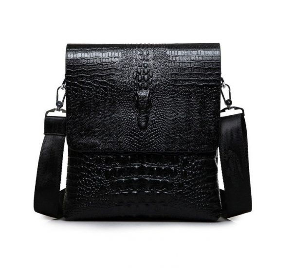Pánska kožená taška cez rameno v v lesklej čiernej farbe (2)