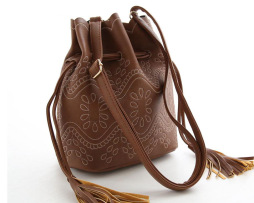 Dámska kabelka cez rameno v tvare ruksaku6