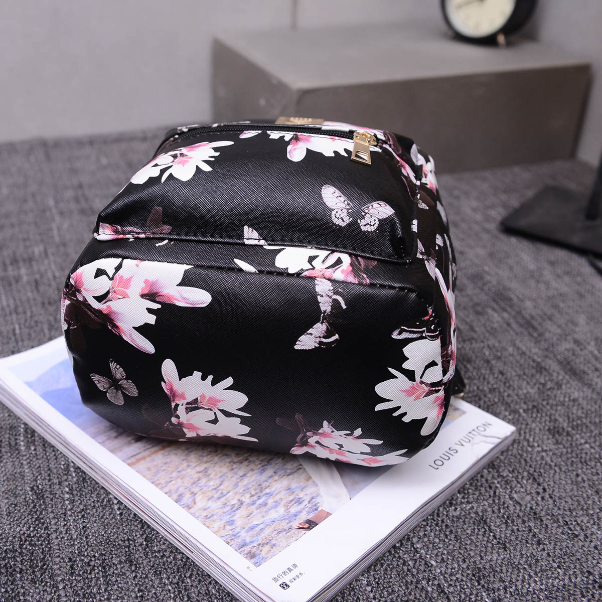 Dámsky kvetinový ruksak s potlačou v čiernej farbe  c91094ede35