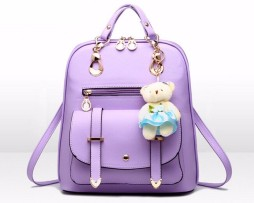 Dámsky elegantný ruksak vyrobený z kože vo farbách s plyšákom (10)