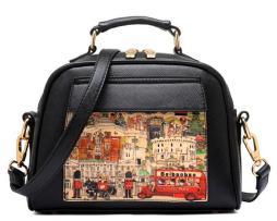Dámska mini kabelka s obrázkovým vzorom v čiernej farbe