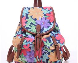 Dámsky plátený ruksak s vreckami s motívom kvetín
