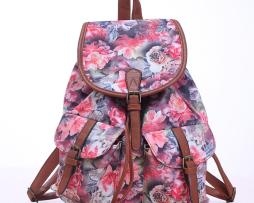 Dámsky plátený ruksak s vreckami s motívom ruží