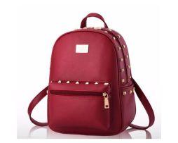 Kvalitný dámsky ruksak vyrobený z kože s vybíjaním (7)