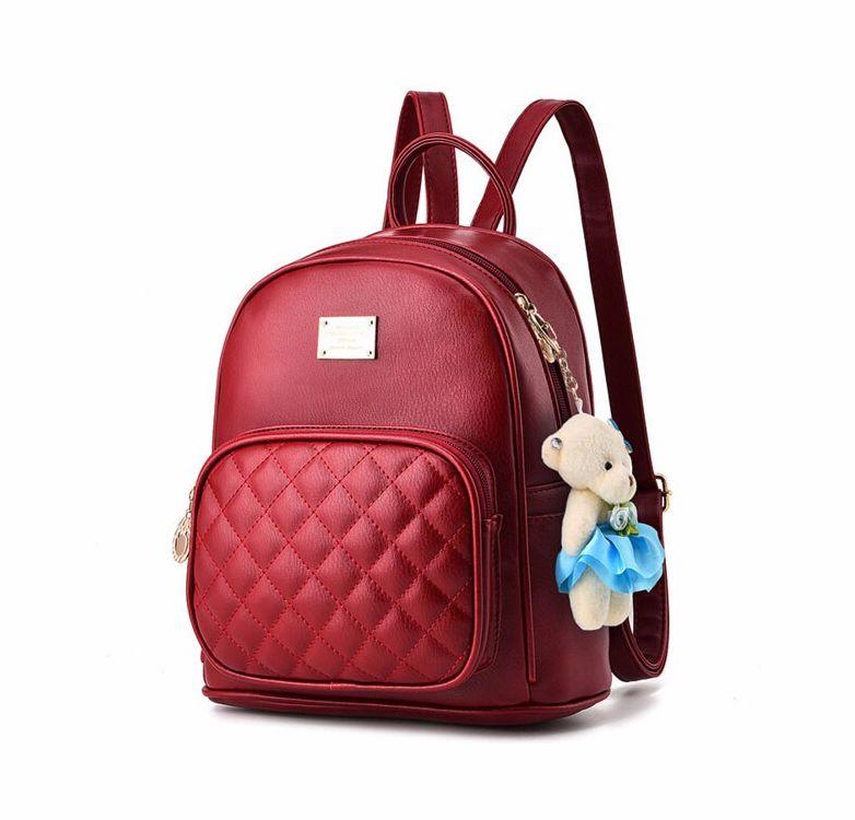 74583388fccb Dámsky kožený ruksak s plyšákom vo farbách
