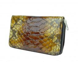 Kožená peňaženka disponuje praktickými priečinkami na doklady a mince. Vhodná ako elegantný a moderný darček. (2)