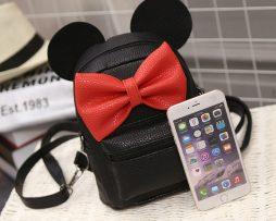 Kožený ruksak s rozkošnou červenou mašličkou v čiernej farbe4