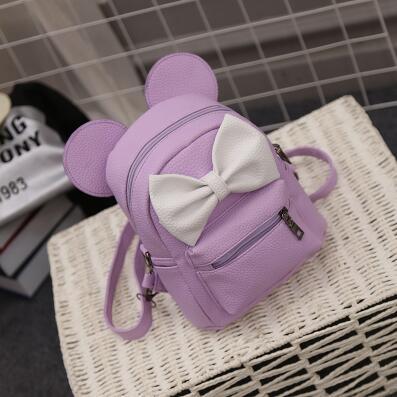 Kožený ruksak s rozkošnou šedou mašličkou vo fialovej farbe