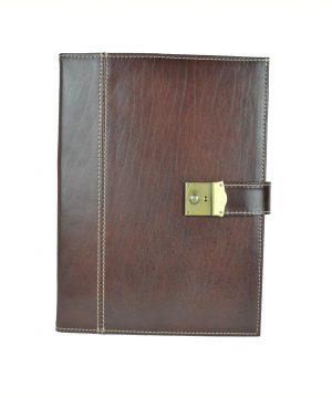 Kožená spisovka so zámkom na kľúč č.8344 v hnedej farbez kvalitnej a odolnej kože. Spisovka slúži ako elegantné púzdro na uloženie rôznych spisov (4)