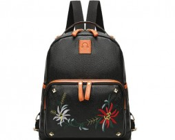 Dámsky ruksak s potlačou v čiernej farbe3