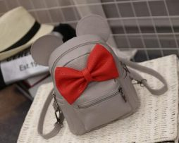 Kožený šedý ruksak s rozkošnou červenou mašličkou