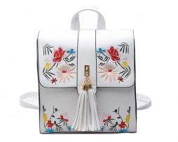 Originálny kožený ruksak s vyšívaním v bielej farbe