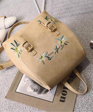Kožený materiál je mäkký textúrovaný, elegantný a elegantný.