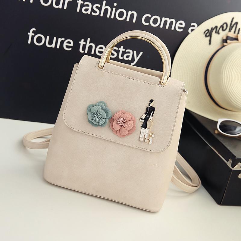 c35477313b24 Krásny dámsky kožený ruksak s nášivkou vo farbách