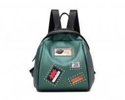 Nádherný dámsky kožený ruksak s nášivkami vo farbách. Tento prekrásny dámsky ruksak Vás zaujme svojom vzhľadom, dokonalou súhrou farieb a ideálnou veľkosťou (2)