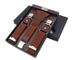 Pánske kožené traky s elastickým pásom. Traky obsahujú strieborné svorky na nastavenie dĺžky pásu. Traky je možné nosiť k obleku alebo príležitostne