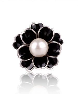 Unikátna ozdoba s názvom Čierna perla v podobe nádherného perlového kveta. Prstenec je krásny ako na obrázku