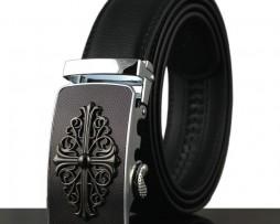 Moderný kožený pánsky opasok s automatickou prackou, dekoračný kríž, čierny