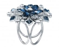 Prekrásna ozdoba na šatku alebo šál v tvare modrého kvetu (1)