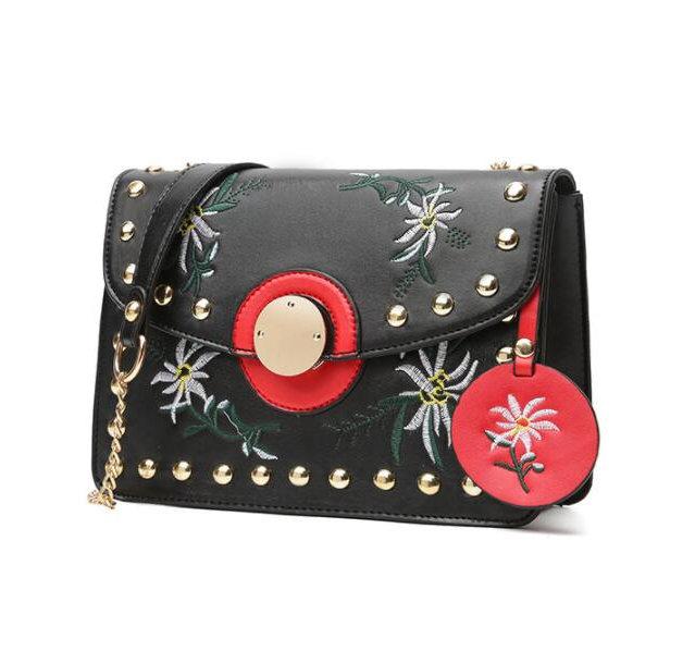 66fea5694 Dámska mini kožená kabelka s vyšívaním v čiernej farbe - Kožená ...