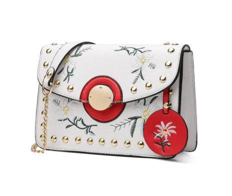 Dámska mini kožená kabelka s vyšívaním v bielej farbe (2)