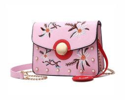 Originálna mini kožená kabelka s vyšívaním v ružovej farbe