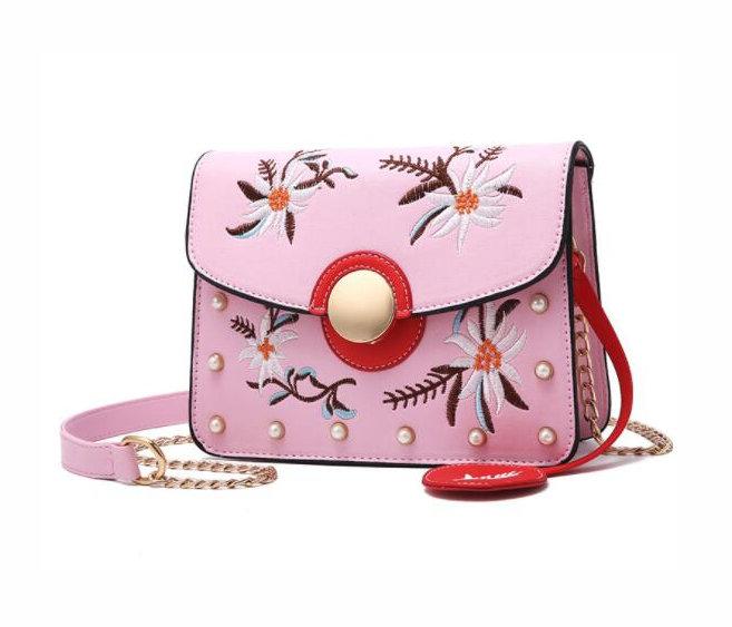 7561bb2858 Originálna mini kožená kabelka s vyšívaním v ružovej farbe - Kožená ...