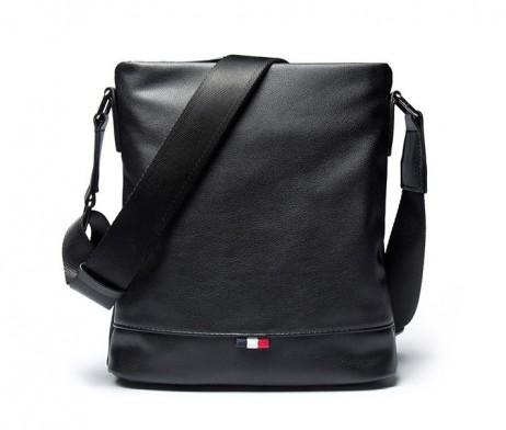 Praktická kožená taška cez rameno v čiernej farbe (8)