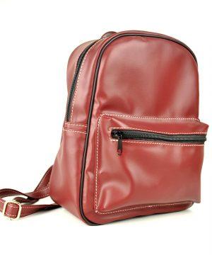Dámsky praktický ruksak 8672k v tmavo červenej farbe.