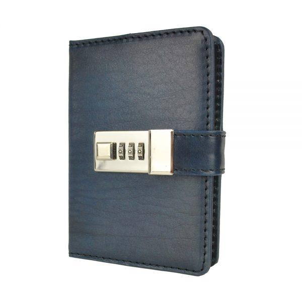 Malý ručne tieňovaný zápisník z prírodnej kože na heslový zámok, tmavo modrá farba.
