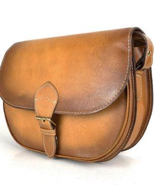 Kožená kabelka v tmavo žltej farbe, ručne tieňovaná, uzatváranie - vyťahovací zámok + pracka