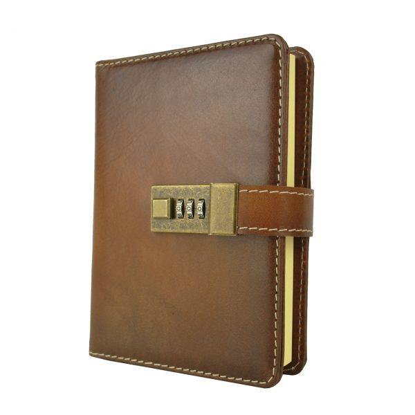Zápisník s prírodnej kože na heslový zámok, ručne tieňovaný, hnedá farba.