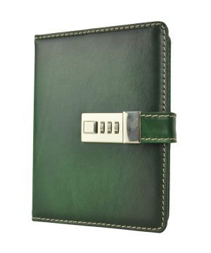 Zápisník s prírodnej kože na heslový zámok, ručne tieňovaný, zelená farba.